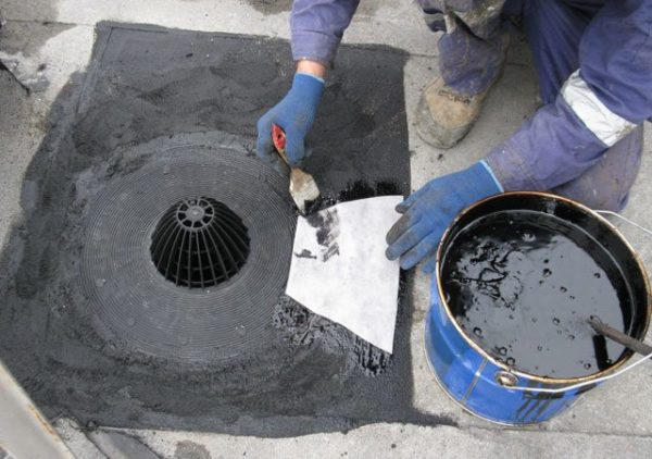 Устанавливают водоприемники