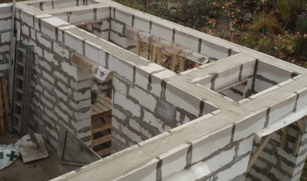 Блоки залиты бетоном