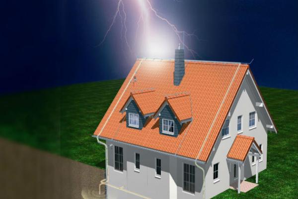 Единственным проверенным средством, помогающим уберечься от удара атмосферного разряда, является молниеотвод