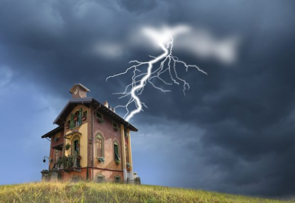 Молния крайне редко попадает в громоотвод