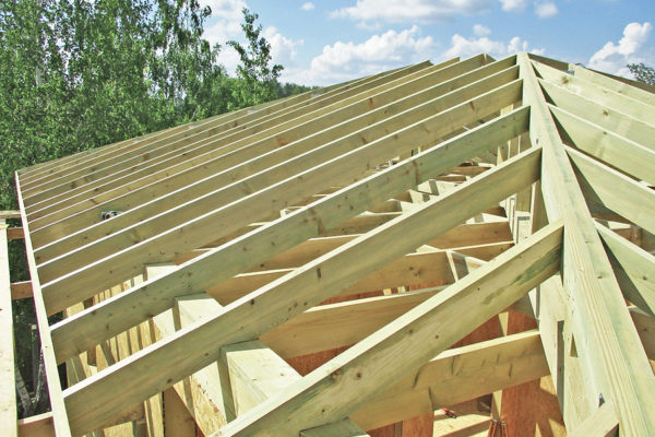 От типа крыши во многом зависит размер балок