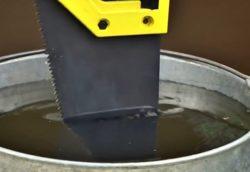 Совет 3 – смачивайте водой режущий инструмент
