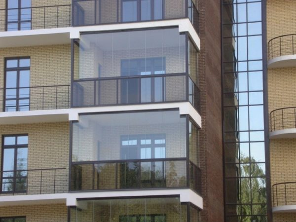 Безрамное остекление балконов от застройщика