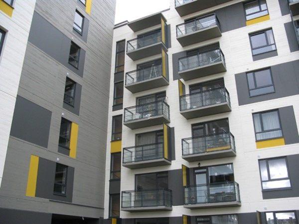 Чудо инженерной мысли: над балконом последнего этажа есть бетонный козырёк