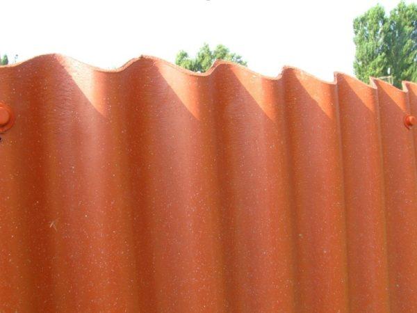 Забор из классического ондулина