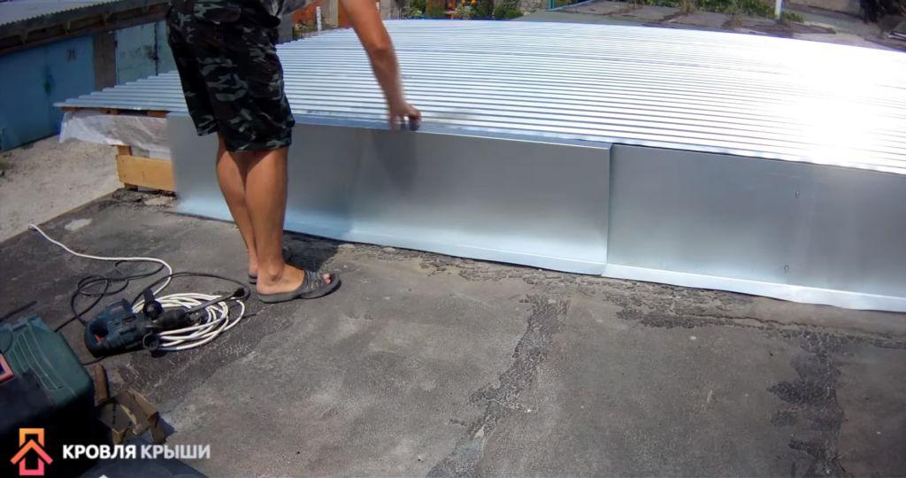 Монтаж профнастила на крышу гаража своими руками